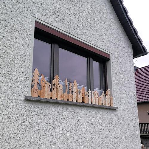 Weihnachtliche-Paletendeko-Fensterbrett