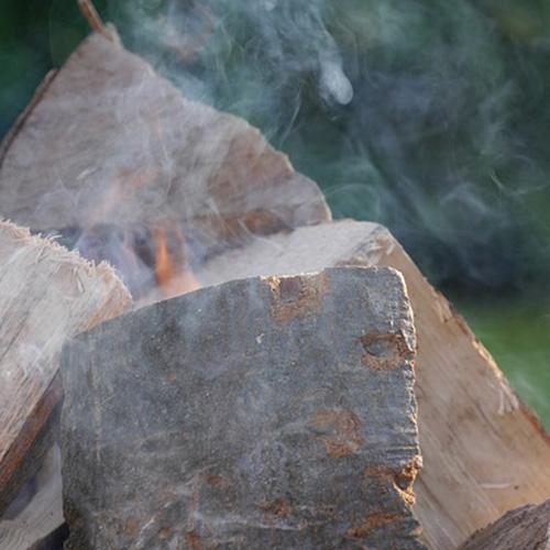 Rauchentwicklung Brennholz